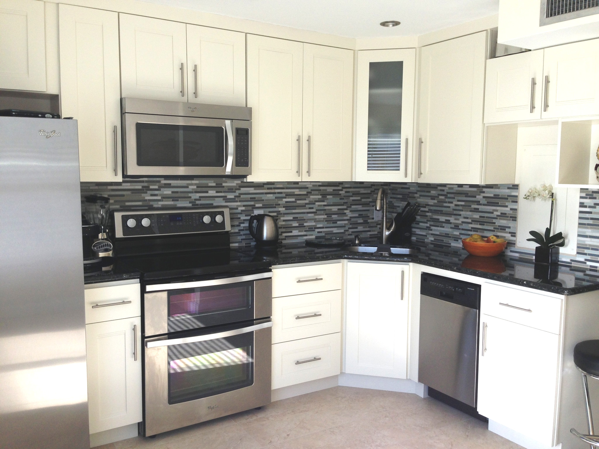 Classic kitchen cabinets off white kitchen units for Kitchen cabinets hialeah