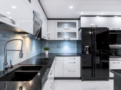 Modern and elegant kitchen with black and white furniture