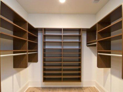 Walk in Closet in Miami